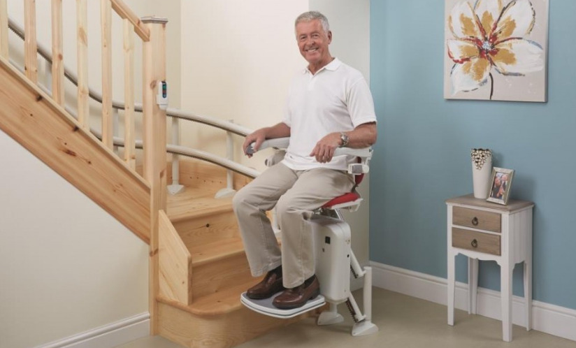 i-vantaggi-dei-montascale-per-gli-anziani-di-reggio-emilia