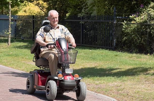 scooter-elettronici-a-4-ruote-presso-ortopedia-scita-a-parma